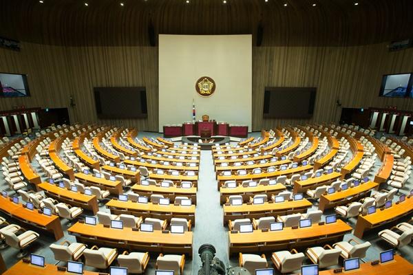 이낙연 사직안 가결, 찬성 151표·반대 42표·기권 16표